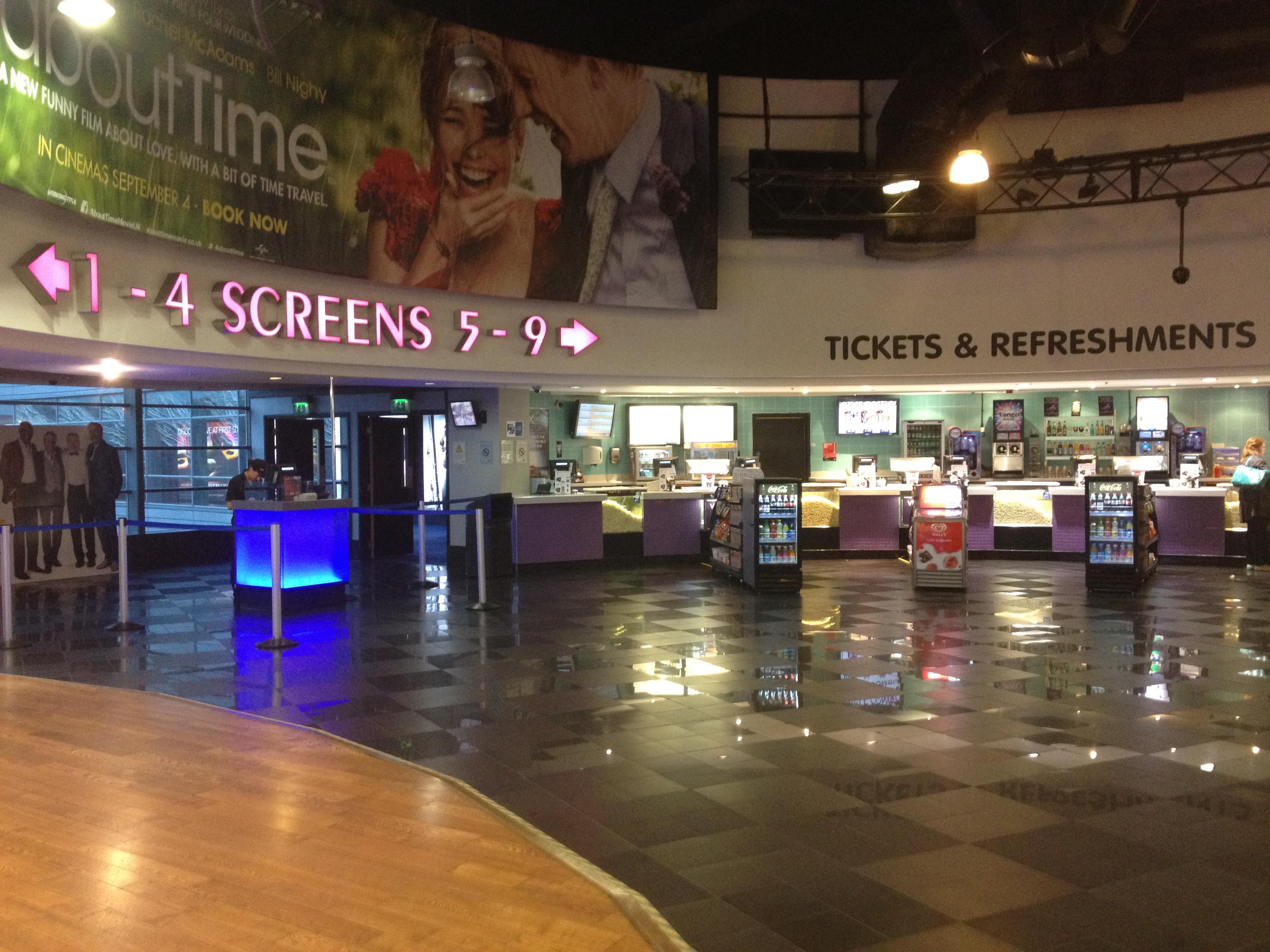 Home Cinema Foyer : Vue cinema islington the porcelain gentleman